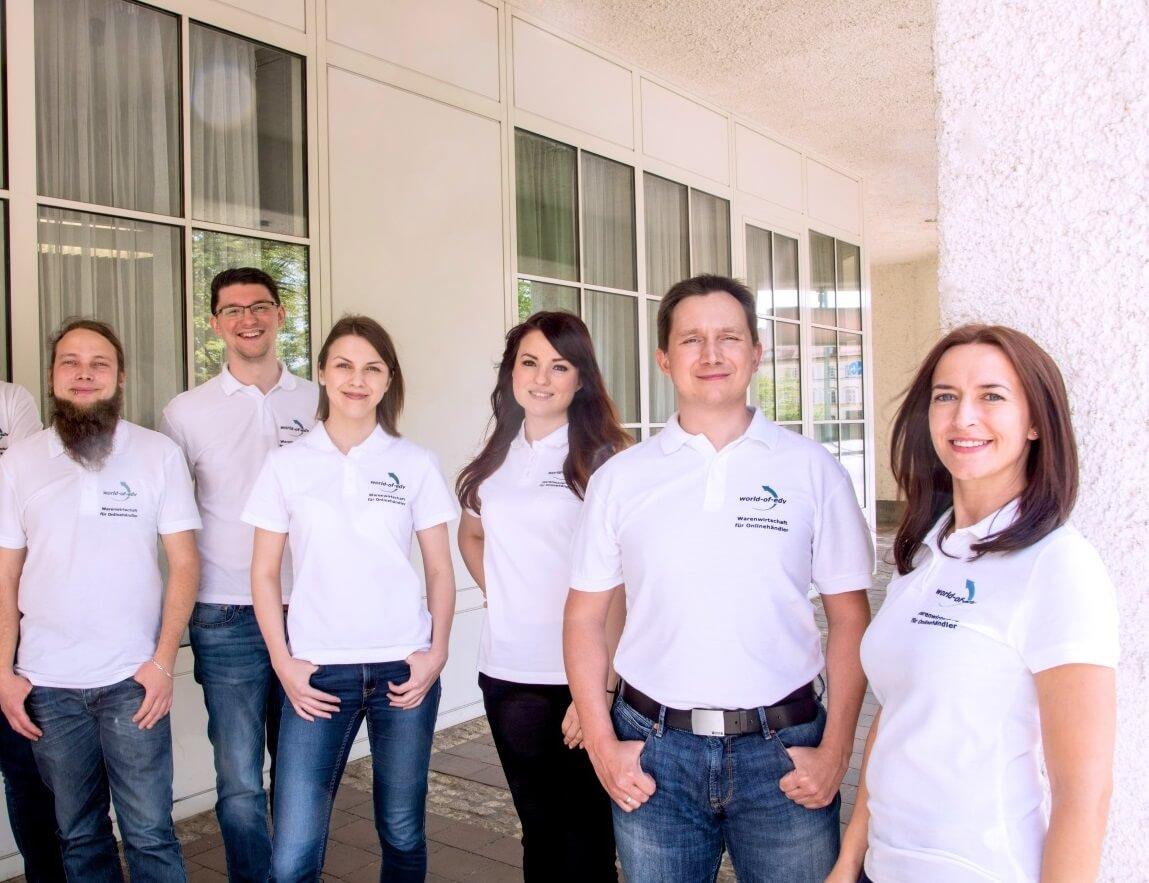 Das Team der World-of-edv GmbH mit Mitarbeitern und Geschäftsführern