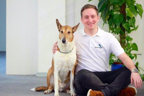 Vertrieb Mitarbeiter - Michael Foh und unser Bürohund Cody