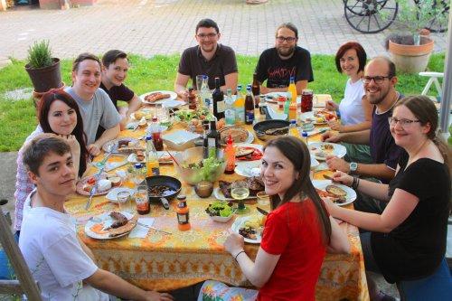 Teamfoto World-of-edv beim Essen - Teamevent Lamawandern