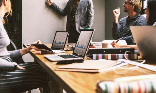 Regelmäßige Meetings zur Projektvorbereitung