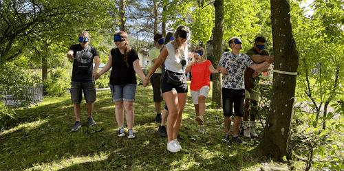 Teamevent mit Menschenkette