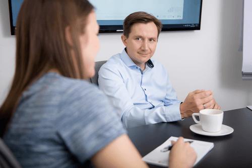 Kommunikation mit der Geschäftsführung bei der Einführung eines ERP-Systems.